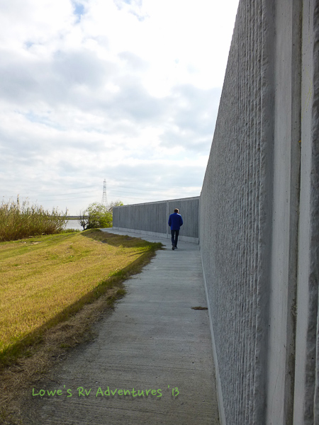 Flood wall