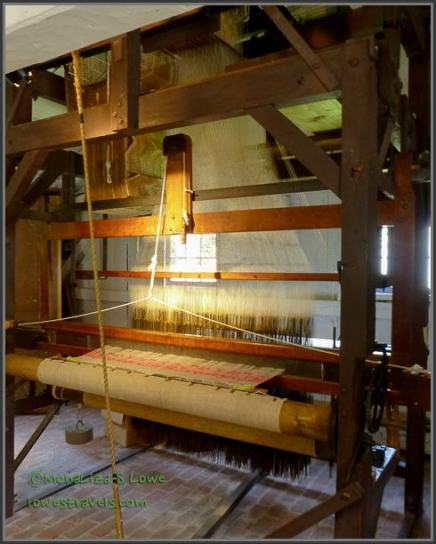 Complex loom for making fabric