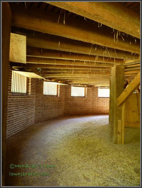 16 -sided barn at Mt Vernon