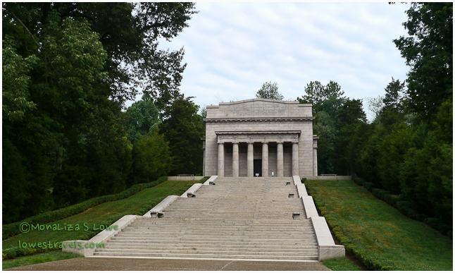 Lincoln memorial building