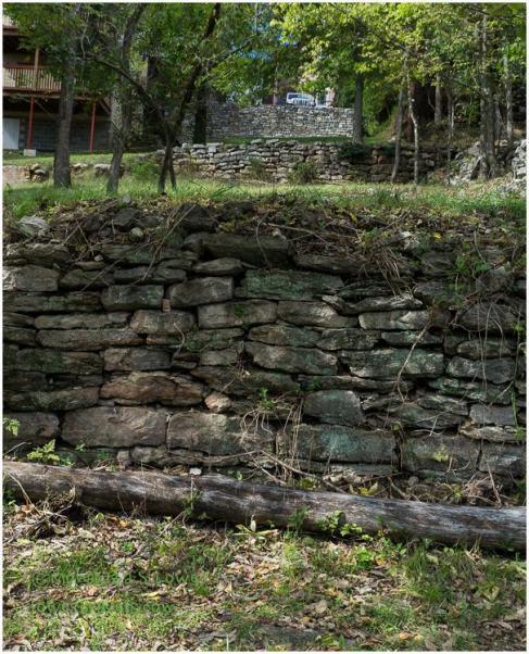 Stonewalls, Eureka Springs