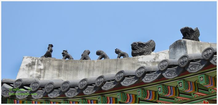 Japsang Rooftop Figurines