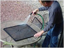 Cleaning screens with Simple Green and water
