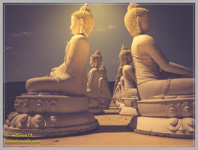1000 Buddhas statute